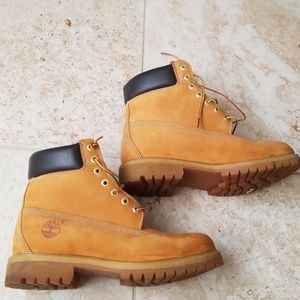 Timberland boots - practically new!